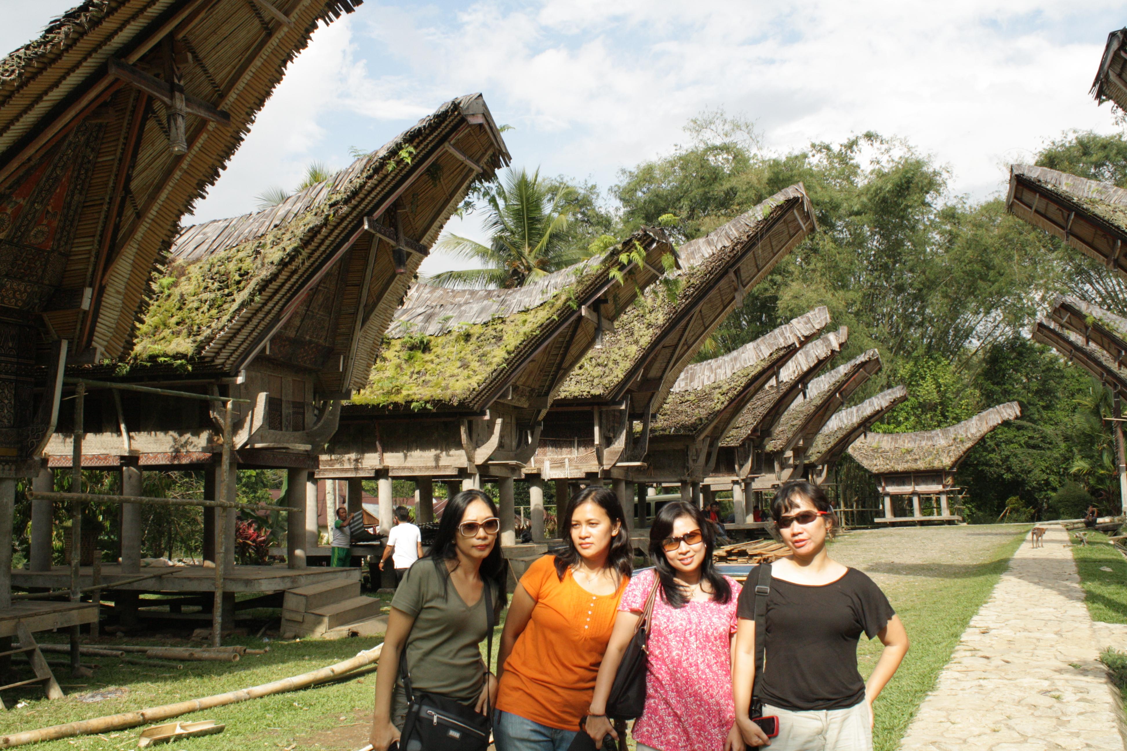 iRumahi Adat Tradisional Toraja The Sundanese Tragedy