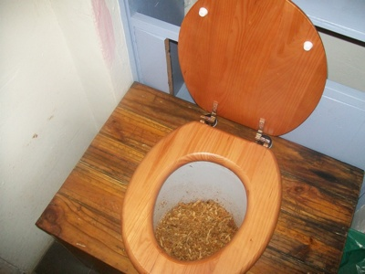 compost_toilet_sawdust_humanure_green2